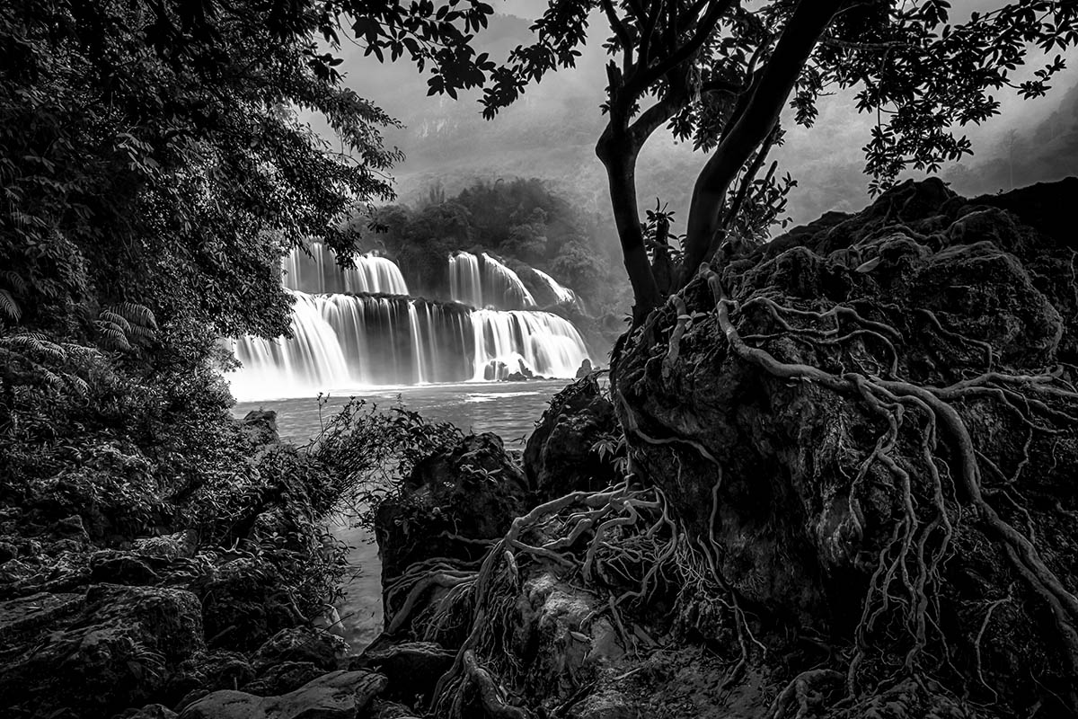 Ban Gioc Falls by Paul Sansome